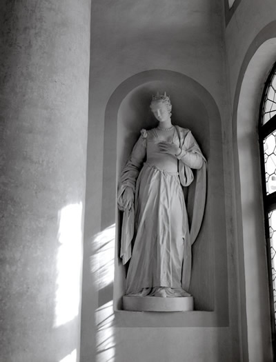 Villa Cornaro in-set statute of woman.